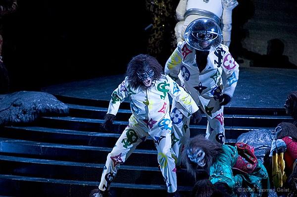 http://www.thomasgeist.de/pages/Portfolio/Theater/Rigoletto/slides/Rigoletto05.jpg